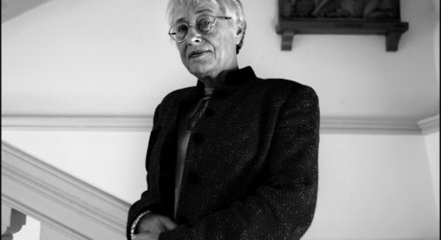 Else Marie Bukdahl har intet imod, at akademiet nu har indgået en resultatkontrakt med Kulturministeriet: »Det styrker kontakten mellem kunsten, politikerne og det omkringliggende samfund. Arrogance dur ikke i den sammenhæng.« <br>Foto: Rune Feldt-Rasmussen