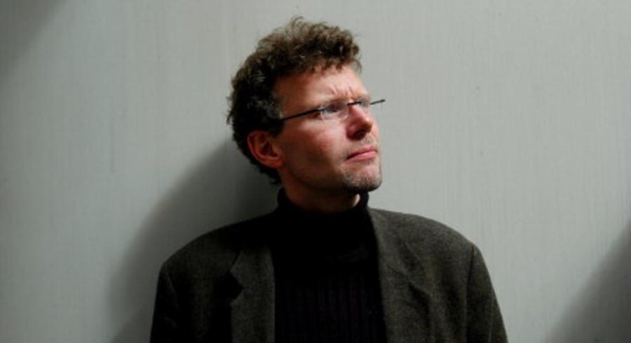 Jan Arnald - måske bedre kendt under pseudonymet Arne Dahl - er manden bag den planlagte tibindsserie om Rikskriminalens A-gruppe i Stockholm. Han er på Scenen søndag. Foto: Scanpix