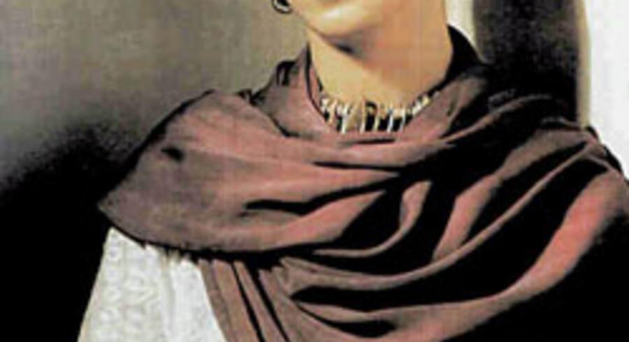 Det er ikke en biografisk danseforestilling om Frida Kahlos liv, BallettVorpommern serverer i Falkoner Salen på tirsdag, men en forestilling om hendes følelser og tanker. »Det er oplagt at inddrage den erotiske side af hendes liv, fordi hun netop havde en stærk seksualdrift,« siger Ralf Dörnen, der er chef for den tyske BallettVorpommern og koreograf til danseforestillingen »Fri(e)da ¿ Viva La Vida«. Her er Frida Kahlo fotograferet af Nickolas Muray i 1938.
