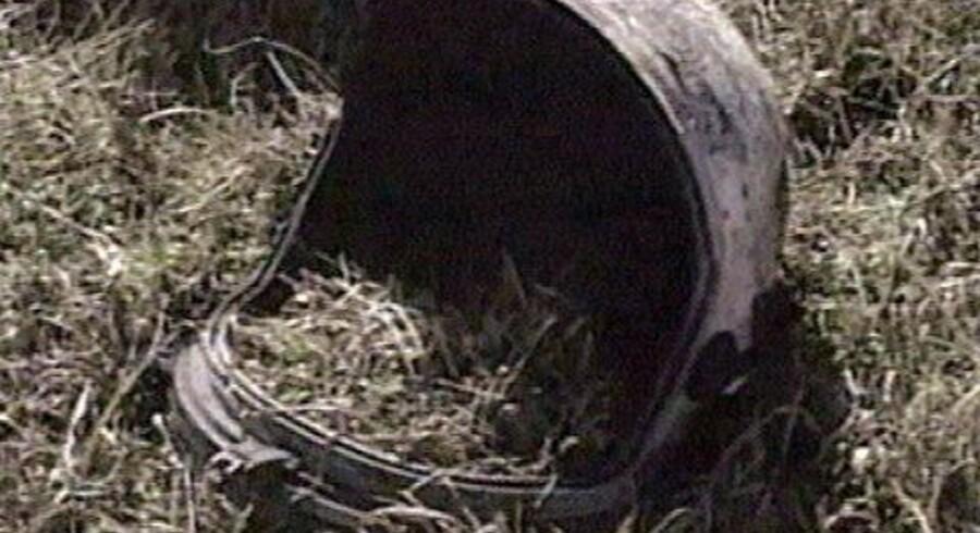 """En hjelm, der formodes at være fra rumfærgen """"Columbia"""" er fundet i Texas. Dele af """"Columbia"""" er spredt over hundrede af kilometer i staten. Også menneskerester er fundet. Foto: AP"""
