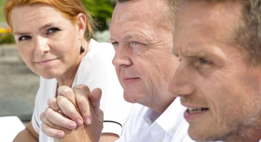 I sommer blev der talt politik - det er skyld i Venstres fremgang i meningsmålingerne, mener partiets næstformand, Kristian Jensen. Billede fra sommerens folkemøde på Bornholm, hvor han er sammen med partiets ordfører, Inger Støjberg og formanden, Lars Løkke Rasmussen.