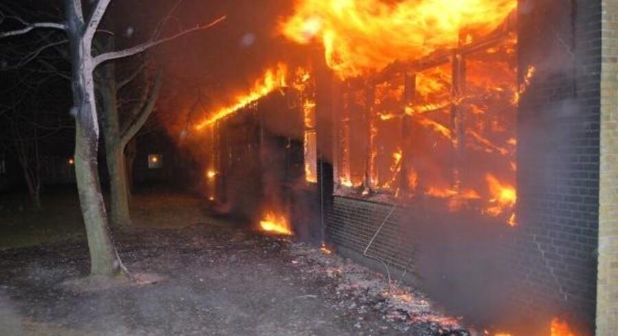 Et forældremøde på skolen i Værløse blev afbrudt, da forældre og elever måtte evakueres, da der udbrød brand.
