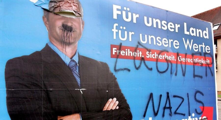Med ordene »Løgner« og »Nazist« er en valgplakat for Alternative für Deutschland i Waldkirch blevet overstreget med tusch.