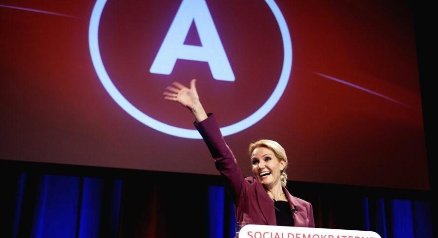 På valgaftenen 15. september 2011 kunne Helle Thorning-Schmidt (S) juble som nykåret statsminister. Glæden holdt kort. Snart begyndte de tvivlrådige vælgere at søge nye græsgange. Arkivfoto: Scanpix