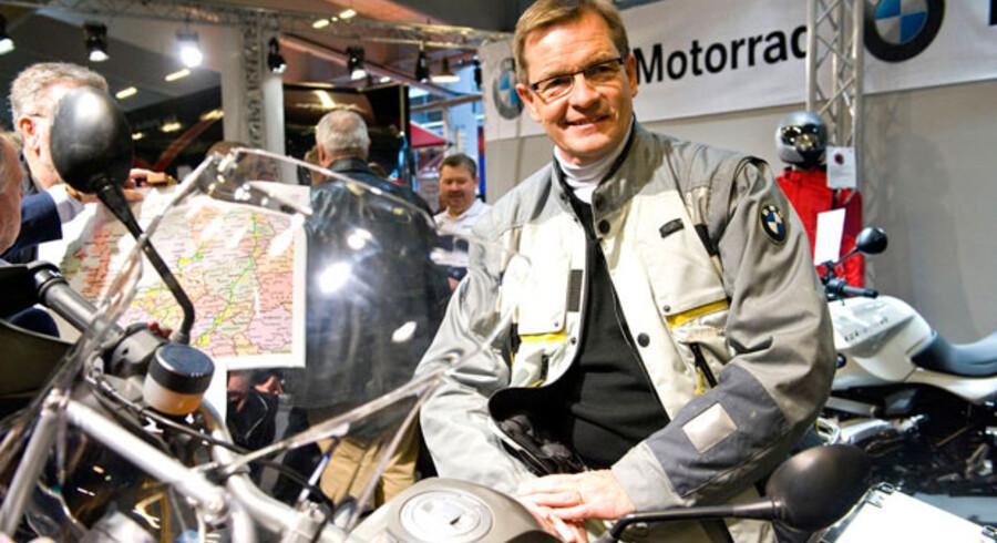 Bendt Bendtsen viser sin motorcykel frem på BMW's stand i Bella Center.