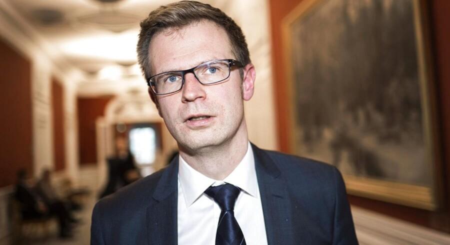 Skatteminister Benny Engelbrecht (S) forudser, at SKAT må vinke farvel til »et anseeligt milliardbeløb«.