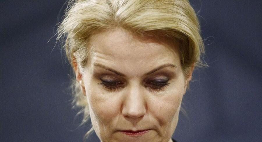 Statsminister Helle Thorning-Schmidt holder pressemøde i Spejlsalen i Statsministeriet onsdag d. 18 december 2013.