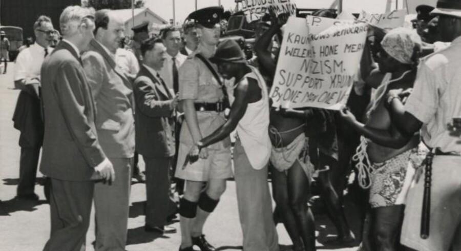I 1960 besøgte den britiske minister for koloniforhold Iain Macleod Nordrodesia og blev mødt af demonstrationer fra UNIP-partiet. Foto: Det Britiske Nationalarkiv