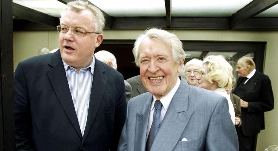 ARKIVFOTO. 2002. Tidligere konservativ politiker Erik Ninn-Hansen (th) med Hans Engell.