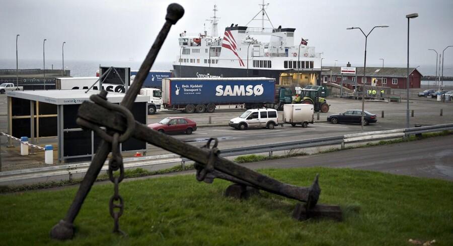 Samsøfærgen Kyholm i færgelejet i Kolby Kås. Det bliver billigere at fragte gods til Samsø - og andre øer.