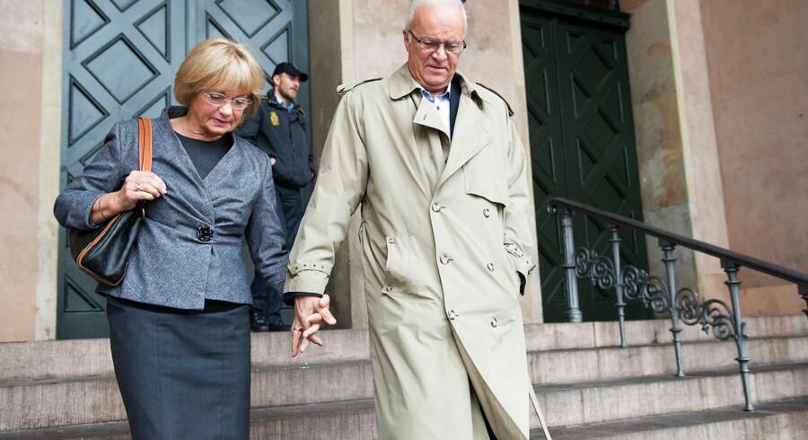 Pia Kjærsgaard og hendes mand Henrik Thorup forlader Byretten i København efter sag om fuck-finger.