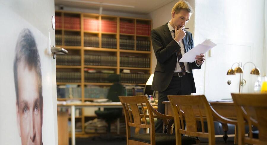 Formand for Dansk Folkeparti Kristian Thulesen Dahl kommer af med sine agressioner, når han spiller musik eller kløver brænde.
