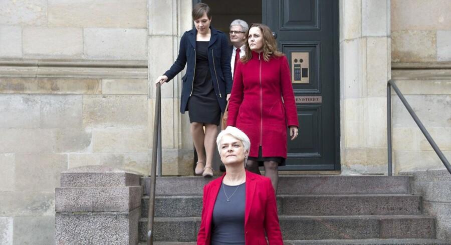 Afgående SF'ere forlader statsministeriet 3. februar 2014 på dagen for ministerrokaden. Holger K. Nielsen, Astrid Krag, Pia Olsen Dyhr og Annette Vilhelmsen.