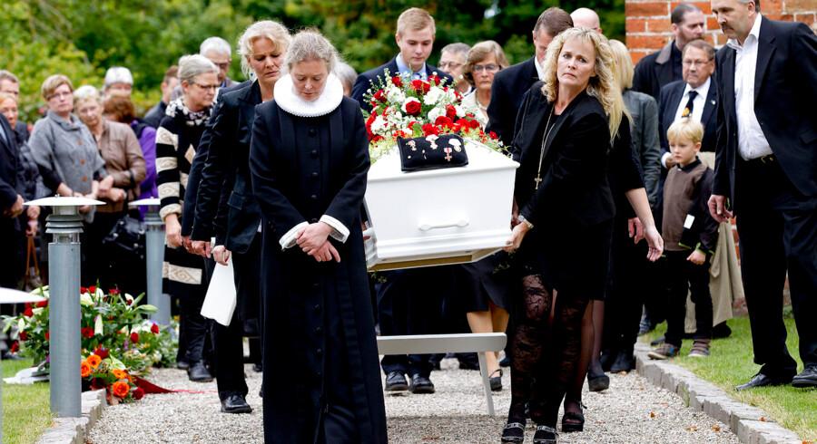 Dansk Folkepartis medstifter Poul Nødgaard blev lørdag d. 28. september bisat fra landsbykirken i Vigersted. Flere af DF's toppolitikere var mødt op for at sige et sidste farvel til Poul Nødgaard.