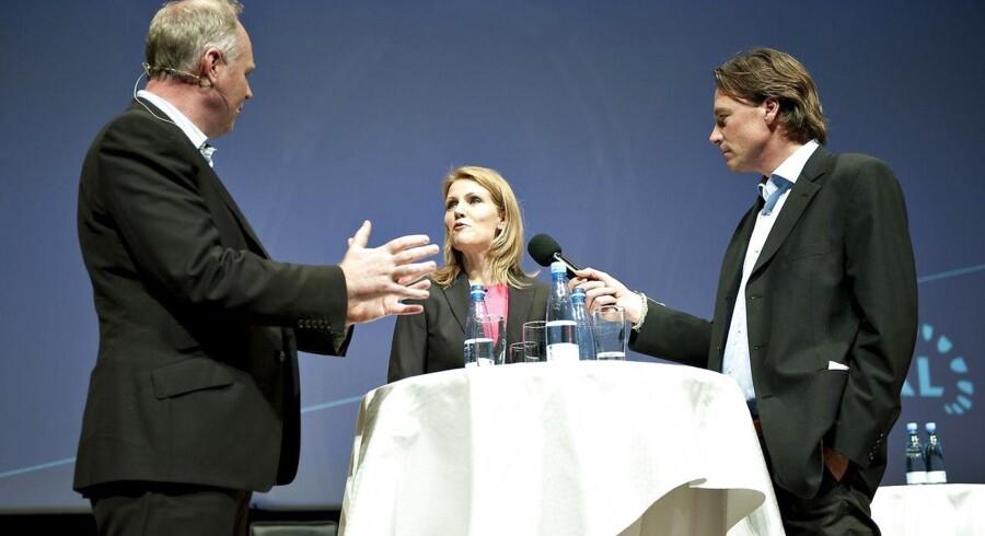 Mogensen og Kristiansen i aktion med statsministeren under Kommunernes Landsforenings topmøde.