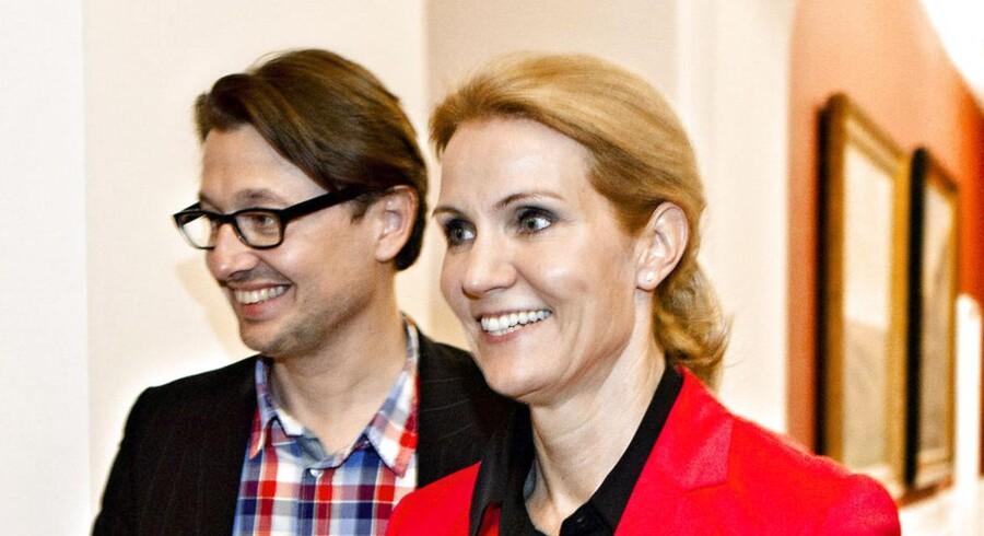 Statsminister Helle Thorning-Schmidt (S) med hendes højst betalte rådgiver Noa Redington på Christiansborg.