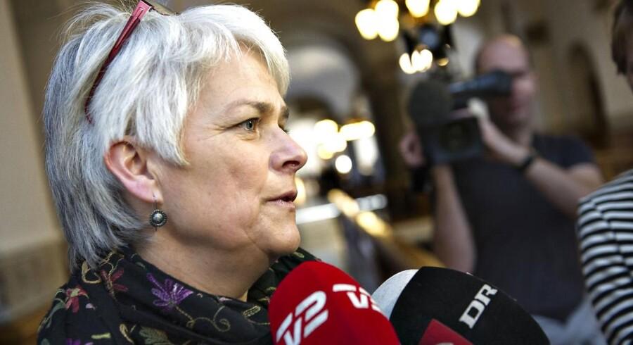 Ministeren vil nu på vegne af regeringen sætte gang i et arbejde, der skal resultere i lovgivning mod danske investeringer i konventionsstridige våben.