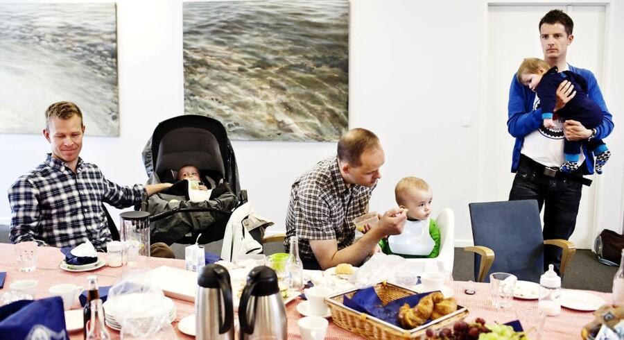 """Arkivfoto: DJØF afholder """"For dads only"""" - en fædregruppe for mænd, der tager mere end 14 dages barsel. Her taler de om karriere og babyer i et par timer."""