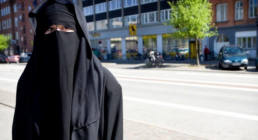 Pia Kjærsgaard kalder statsministerens initiativ om at nedsætte et udvalg, der skal begrænse brugen af burka, for en syltekrukke.