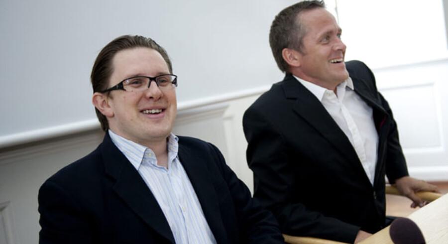 Formanden for Borgerligt Centrum, Simon Emil Ammitzbøll  (t.v.), meddelte i går, at han nedlægger partiet og slutter sig til Liberal Alliance. Her ses han sammen med Liberal Alliances partiformand Anders Samuelsen, da de i går stillede op til pressemøde.