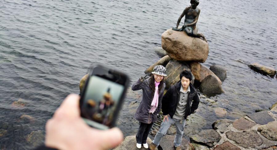 Den Lille Havfrue hører til i København og skal ikke rejse til Kina for at være blikfang på Verdensudstillingen, siger et flertal af københavnerne i en Gallup-måling.