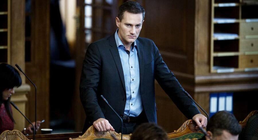 Erhvervsminister Rasmus Jarlov (K) forventer snart, at han og en bred kreds af partier kan præsentere en ny og strammere hvidvasklovgivning.