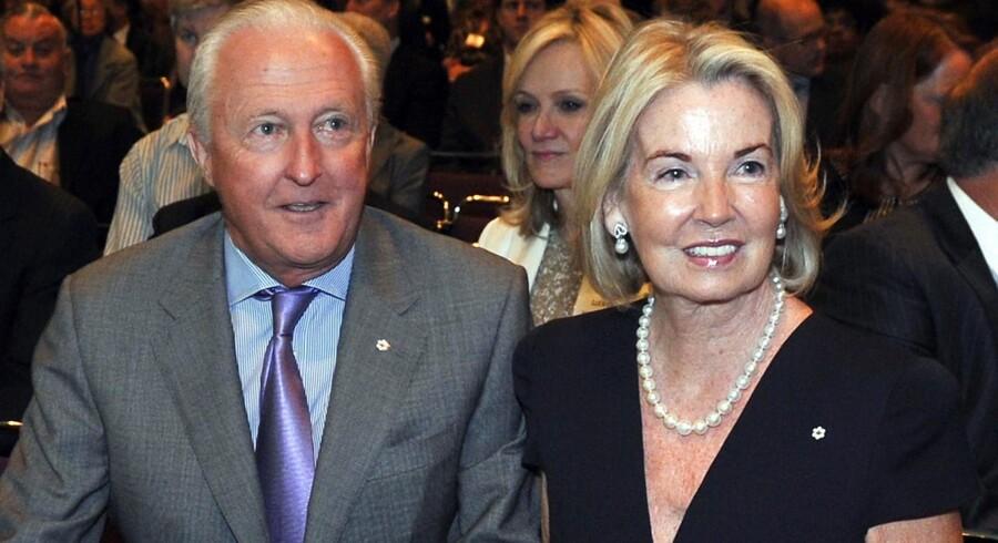 Galen Weston Sr. (tv.) og hans hustru Hilary er nummer to på listen over de rigeste i Canada og ejer en lang række store detailkæder. De kan komme i spil som køber af Magasin, der er til salg, fordi den nuværende ejer, Debenhams, er i økonomisk krise.