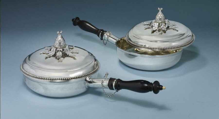 Billeder af sølvtøj, som er blevet stjålet fra en borger i Gentofte.