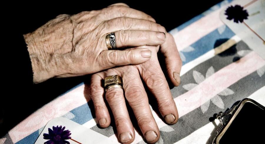 Pensionskunderne er i dag langt mere sårbare over for en potentiel finanskrise, end de var for ti år siden, da kunderne i pensionsselskaberne indbetaler dobbelt så meget til ordninger uden garantier.