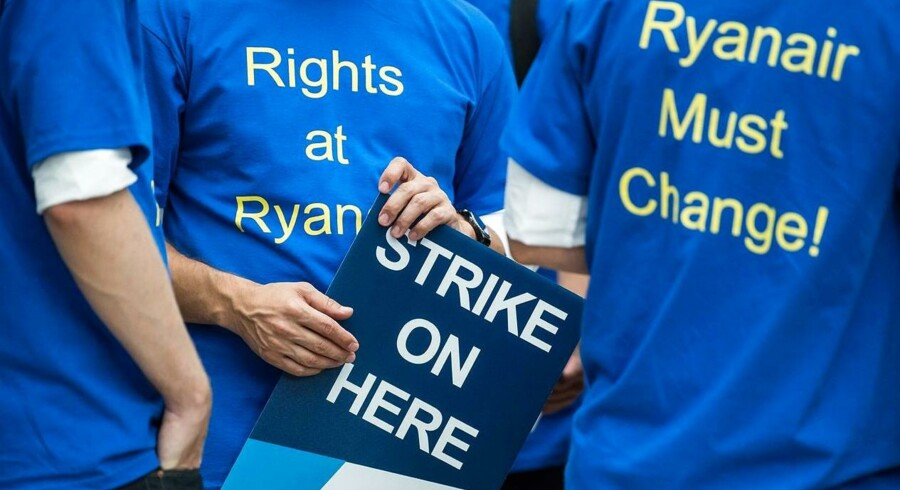 Ryanair har måttet aflyse mere end en tredjedel af alle onsdagens planlagte tyske afgange, efter at selskabets medarbejdere er gået i strejke. Her ses en gruppe ansatte i Frankfurt am Main, Tyskland. Arkivfoto: Silas Stein / dpa / AFP / Ritzau Scanpix.