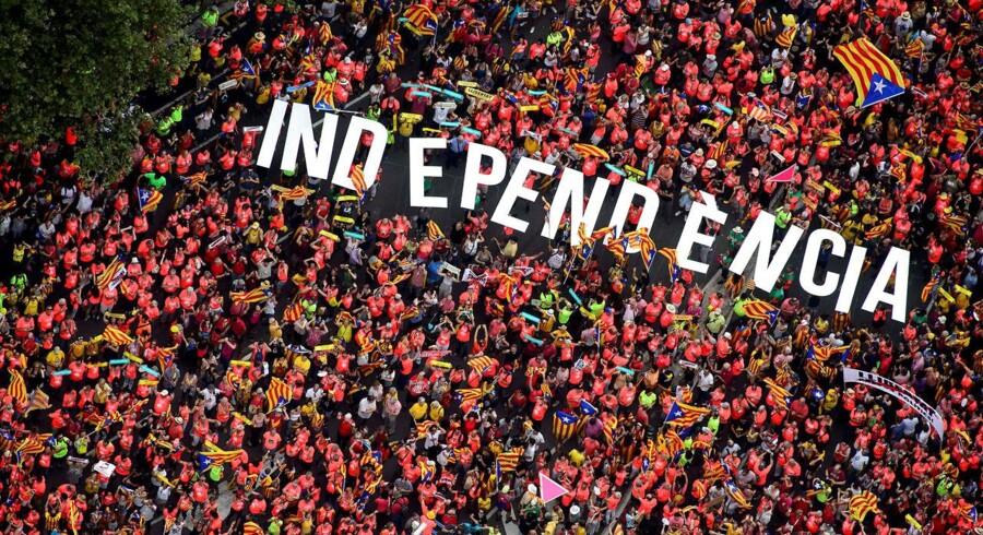 Catalanske separatister er på gaden i stort antal for at vise støtte til selvstændighed på nationaldag.