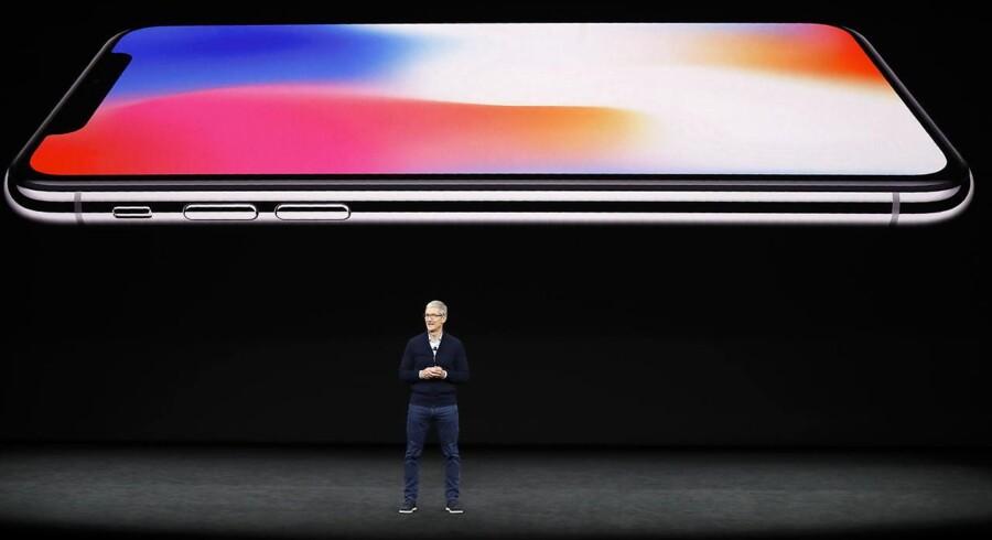 Der vil blive holdt ekstra øje med Apple-topchef Tim Cook på onsdag aftens præsentation af nye iPhone-telefoner som afløsere for sidste års iPhone X-jubilæumstelefon (billedet). Arkivfoto: Stephen Lam, Reuters/Scanpix