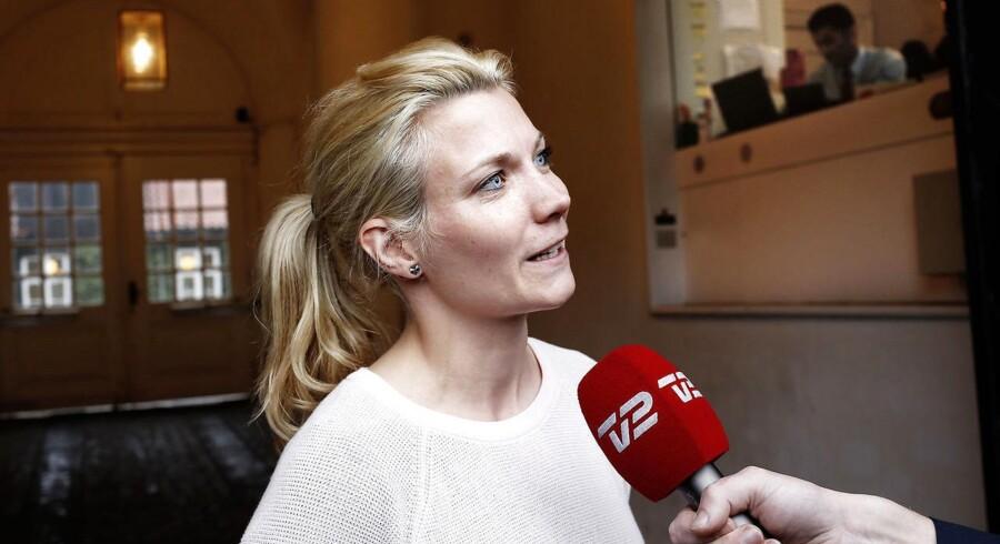 DR har afdækket, hvordan adskillige danske bilister filmer sig selv på det sociale medie Snapchat, mens de kører med meget høj fart. Det bliver mødt med dyb bekymring fra flere politikere – herunder de Radikales Lotte Rod, der kalder tendensen »helt vanvittig«.