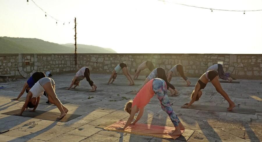 Der er rig mulighed for aktiv ferie på Vis. Mellem yogatimerne tager vi på udflugter til Vis' strande, vandrer i bjergene eller ligger ved poolen og lader op til næste yogatime. Fotos: Michelle Arrouas og PR
