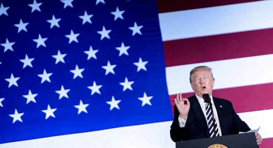 Den amerikanske præsident, Donald Trump, opfordrer i et tweet lørdag Apple til at rykke sin produktion fra Kina til USA.