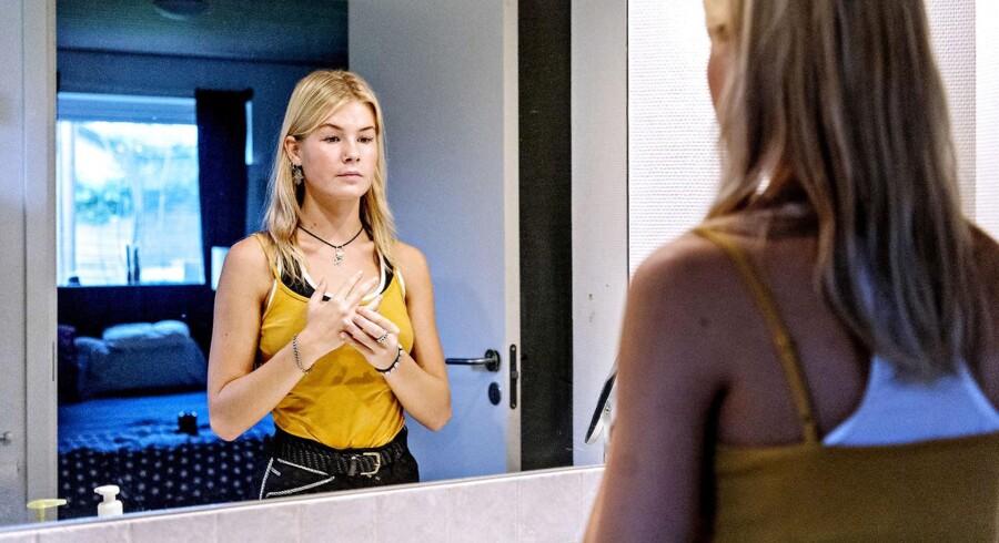 Anja blev udsat for ubehagelige ritualer i forbindelse med intro-forløbet på Rungsted Gymnasium. I dag går hun på Det Frie Gymnasium i København, hvor hun trives uden presset for at passe ind.