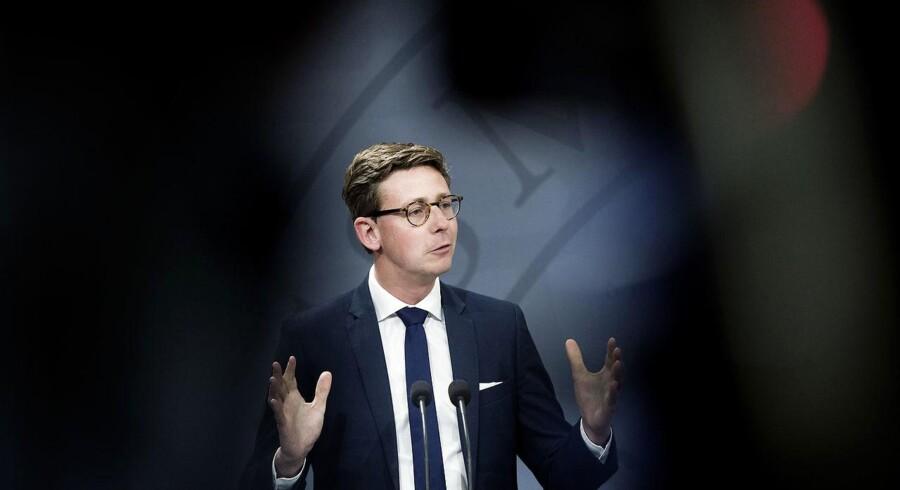 »Havde jeg vidst, hvad jeg ved nu, havde jeg nok tøvet lidt med at påtage mig opgaven,« sagde skatteminister Karsten Lauritzen til Politiken i et interview om de mange sager i Skat.