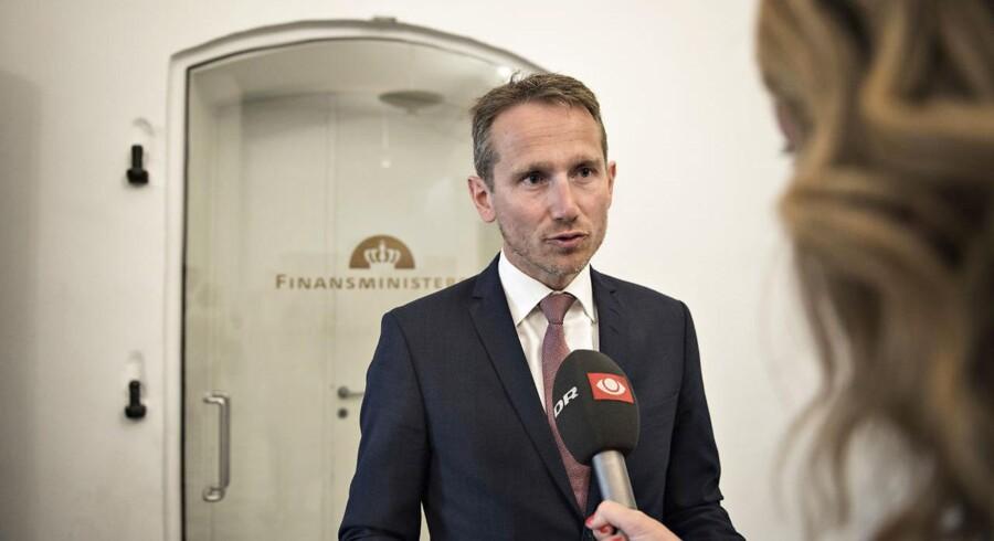 Torsdag formiddag præsenterer finansminister Kristian Jensen (V) regeringens udspil til næste års finanslov. Dansk Folkeparti tror på nemme forhandlinger i år. Den borgerligt-liberale tænketank Cepos er knap så positiv.
