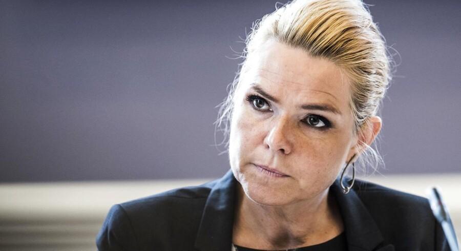 Inger Støjberg taler om værdien i et håndtryk.