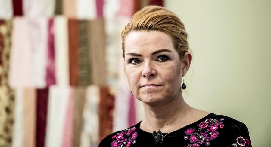 Udlændinge- og integrationsminister Inger Støjberg (V) er klar til at præsentere et nyt krav om, at tildelingen af et statsborgerskab skal afsluttes med et håndtryk.