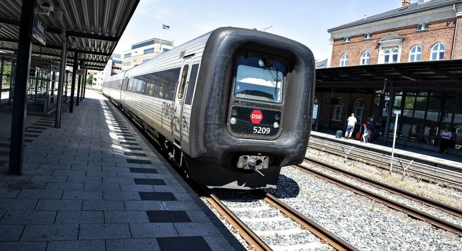 Togdriften i Danmark stinker, mener Jens Rohde, og skriver, at det er hans egen skyld sammen med landets politikere, som ikke har formået at skabe nyt liv i togdriften siden 1979.