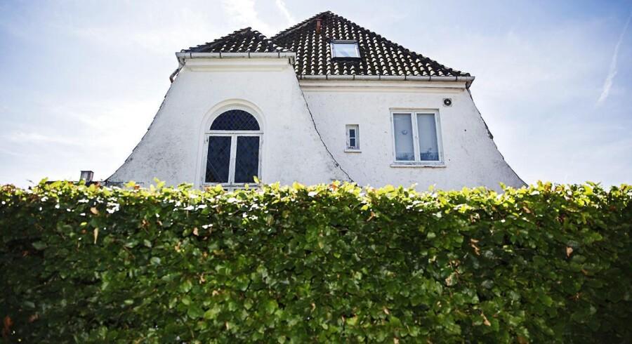 Skal de danske familier vælge et boliglån med lang eller kort rente, når de skal ud og købe nyt hus? Det afhænger meget af, hvor længe man skal bo i boligen, og om man vil have sikkerhed for ydelsen.