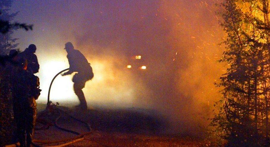 Sommerens store skovbrande i Sverige har bragt debatten om klimaforandringer ind i den svenske valgkamp.