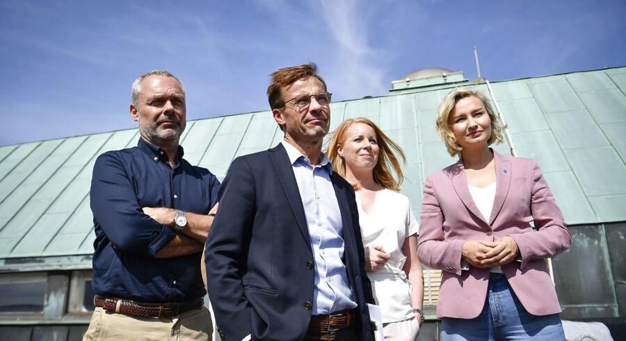Udadtil signalerer lederne af Sveriges borgerlige partier enighed. Forud for det svenske valg har Alliansen forsømt at skabe klarhed om udsigterne til en realistisk udlændingepolitik. (Foto: 50090 Johan Nilsson/TT/Ritzau Scanpix)