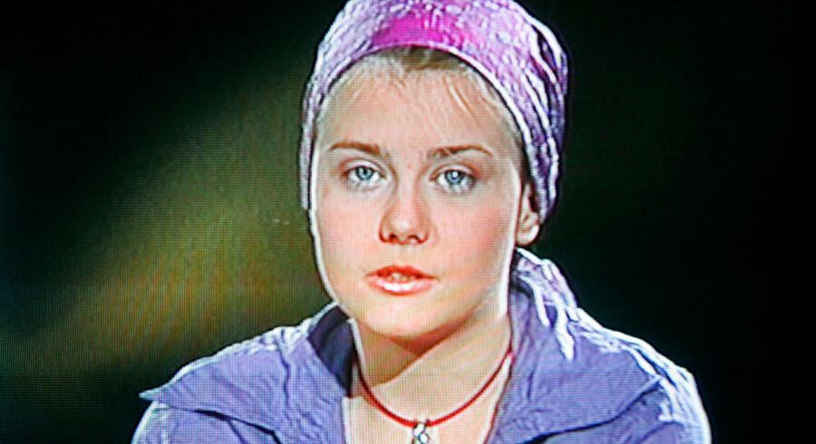 Natascha Kampusch affotograferet fra den østrigske TV-station ÖRF 2, da hun kort efter sin flugt tonede frem på skærmen.