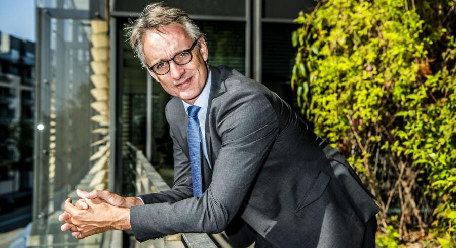 Deloittes topchef, Anders Dons, har taget et personligt ansvar for at gøre noget ved kønsfordelingen i toppen af Deloittes danske forretning, hvor der er slips og jakkesæt, så langt øjet rækker, selv om kvinder udgør 40 pct. af de 2.700 ansatte.