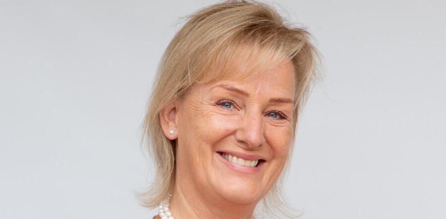 Charlotte Valeurs CV er langt. Siden hun blev uddannet i København i 1980erne, har hun haft adskillige direktørposter rundt omkring i verden.