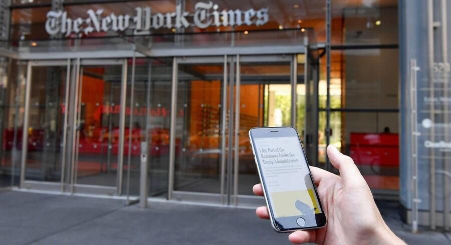 Verden forandrede sig med internettet, og for Mads Fuglede betød det nu fri og hurtig adgang til amerikanske nyheder via hans mobiltelefon. Men Fuglede forandrede sig også. Han fik en afhængighed, som han nu har taget et drastisk opgør med. Han holder mobilfri perioder.