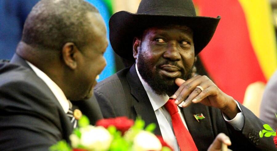 Efter flere tilløb har oprørsleder sluttet fred med Sydsudans præsident. Fredsaftale skal afslutte borgerkrig.