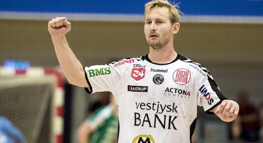 TTH Holstebros Peter Balling jubler i kampen mod Skjern i Herre Håndbold Ligaen. Jørgen Kirk/Ritzau Scanpix